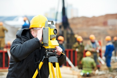 surveying: top�grafo trabaja con teodolito