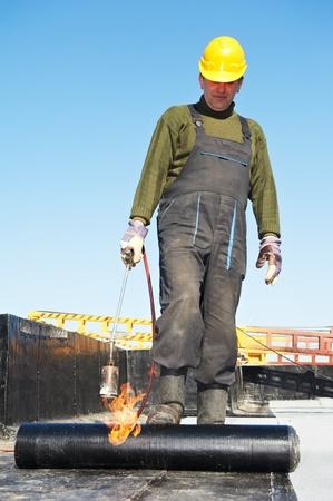 Plat dak betreffende werken met dakleer