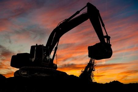 mijnbouw: spoor-type lader graafmachine aan het werk