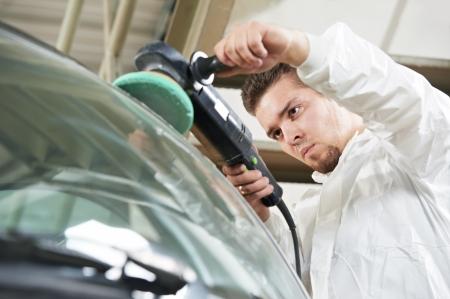 auto glass: auto mechanic polishing car