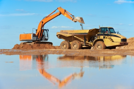 mining truck: excavadora de ruedas cargadora y volquete dumper