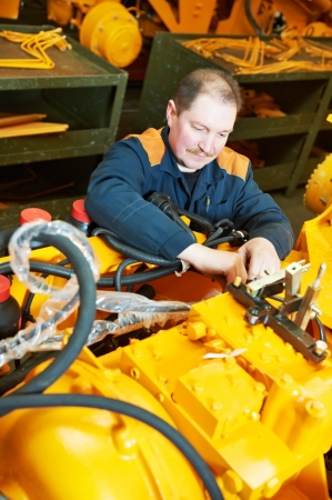 mechanician: experienced industrial assembler workers
