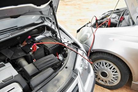 12v: de arrancar el motor de coches con cables de arranque de la bater�a