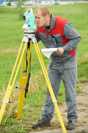 tachymeter: surveyor works with theodolite Stock Photo