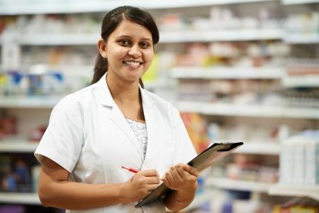 consulta médica: Farmacia mujer de farmacia en farmacia