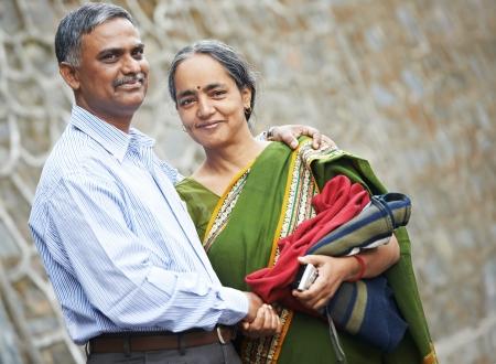 indianin: Szczęśliwa para dorosłych ludzi indian Zdjęcie Seryjne