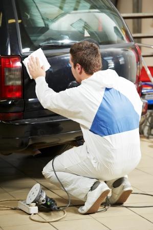 buffing: auto mechanic polishing car