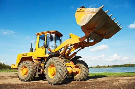maquinaria: excavadora de rueda de cargador en el trabajo