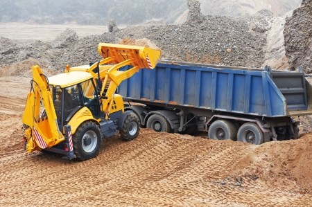 Cargadora Excavadora en obras de movimiento de tierras