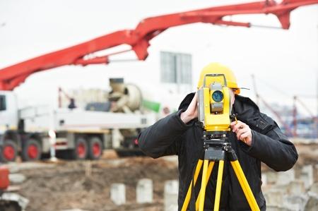 tacheometer: surveyor works with theodolite Stock Photo