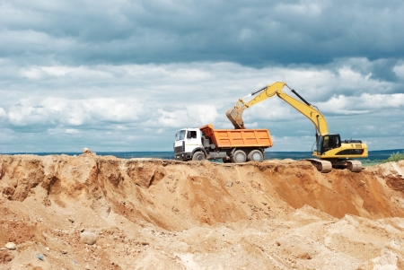 mining truck: excavadora de ruedas cargadora y dumper volquete