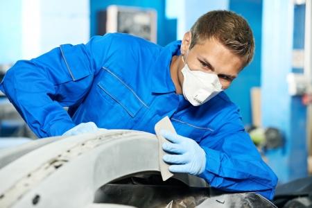 buff: auto mechanic polishing car