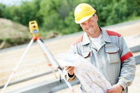 tachymeter: surveyor works with theodolite Stock Photo