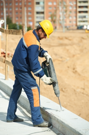 presslufthammer: Portrait Bauarbeiter mit Perforator