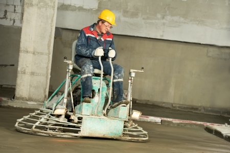 compaction: Worker trowelling and finishing of concrete Stock Photo