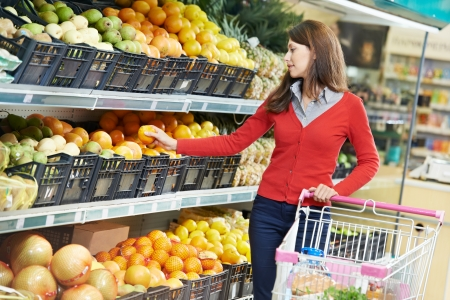 grocery shopping: woman shopping fruits