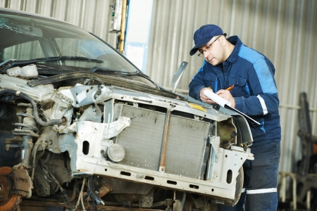 bodywork: worker at car repair determination