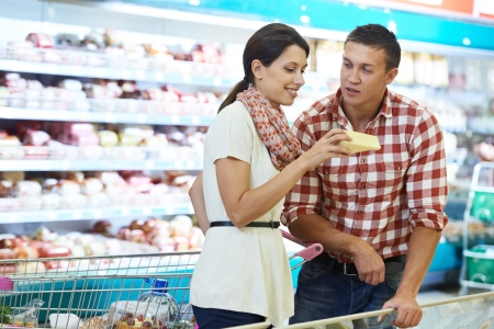 supermarket cart: Family choosing food at shopping in supermarket