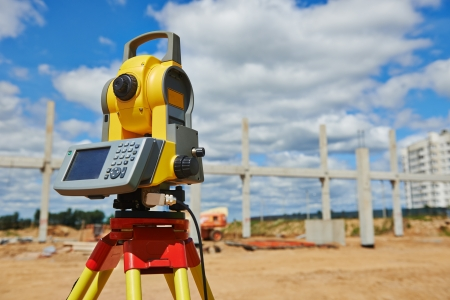tacheometer: surveyor equipment theodolie outdoors Stock Photo