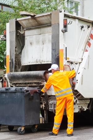 garbage collector: Reciclar la basura y la basura