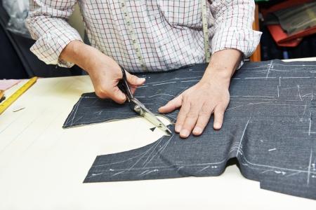 Tailor ręce w pracach