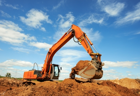 miner�a: M�quina excavadora haciendo un trabajo de movimiento de tierras en la cantera de arena Foto de archivo