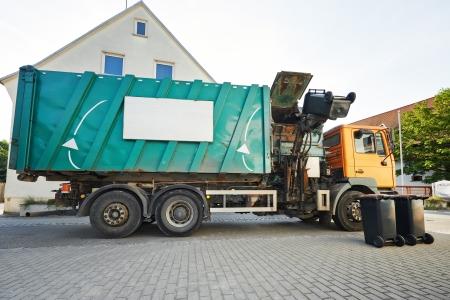 recolector de basura: reciclaje de basura camión recolector de residuos de carga y el contenedor de basura