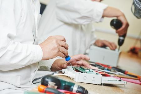 manufactura: Proceso de tecnolog�a de dispositivo de microchip montaje en f�brica