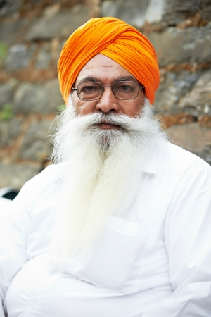 turban: Portrait of elderly Indian sikh man in turban with bushy beard Stock Photo