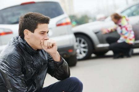 ebrio: malestar conductor delante de autom�vil accidente de coche accidente de colisi�n en la ciudad