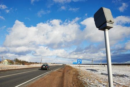 시골 도로 고속도로에서 속도 제어 레이더 카메라 스톡 콘텐츠