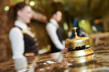 sirvienta: Moderno hotel de lujo de recepci�n mostrador de venta libre con la campana
