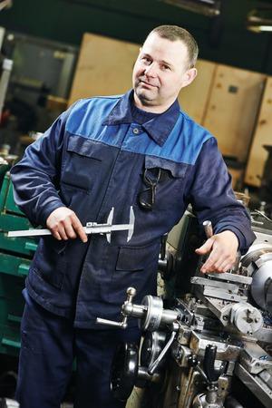 setup operator: milling machine operator working in factory workshop