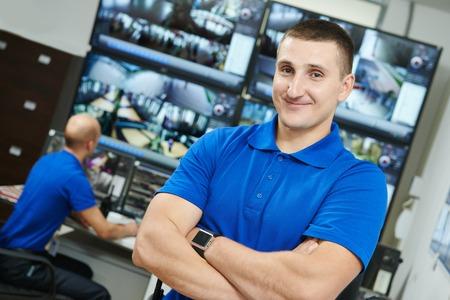 monitoreo: director ejecutivo de seguridad frente a sistema de video vigilancia para la protección de monitoreo