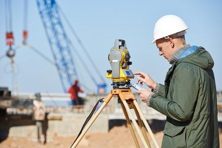 Entfernungsmessung Mit Theodolit : Surveyor equipment tacheometer or theodolite outdoors at