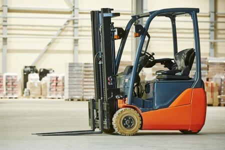 paleta cargador equipos camión apilador carretilla elevadora en almacén