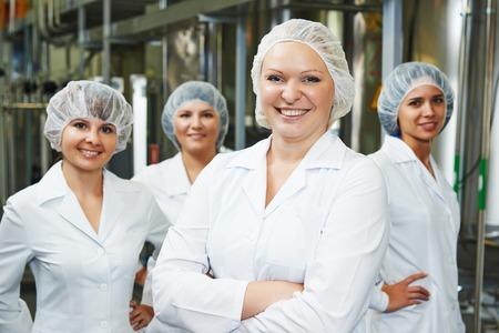 retrato de trabajador farmacéutica femenina fábrica en farmacia fábrica de fabricación de la industria
