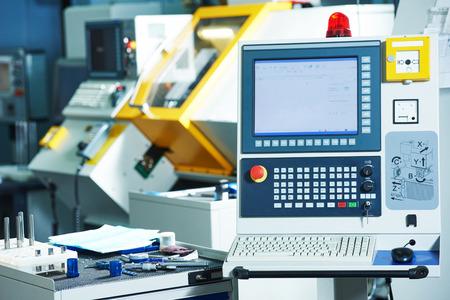cnc ミーリング ツール製造ワーク ショップでマシン センターの産業機器 写真素材