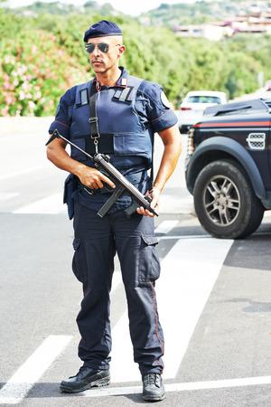 seguridad en el trabajo: Italiano polic�a carabinier militar especial de guardia Foto de archivo