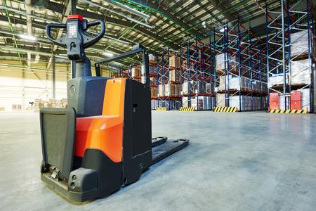 Équipement de camion Manuel palette à empileur à l'entrepôt
