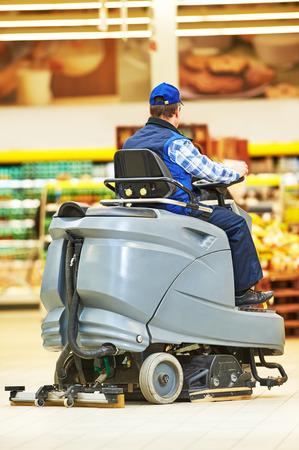 services de soins et de nettoyage du sol avec machine à laver la boutique de supermarché magasin Banque d'images
