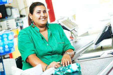 Portrait of seller assistant or cashdesk cashier worker teller in supermarket store Standard-Bild