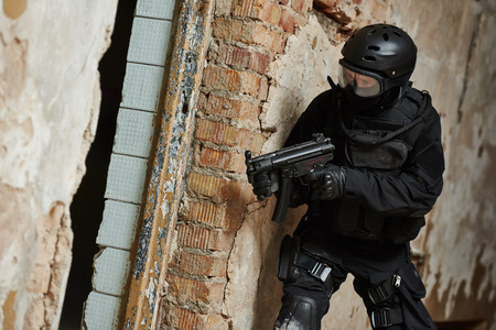 special agent: Military industry. Special forces or anti-terrorist police soldier,  private military contractor armed with weapon during clean-up operation, mission Stock Photo
