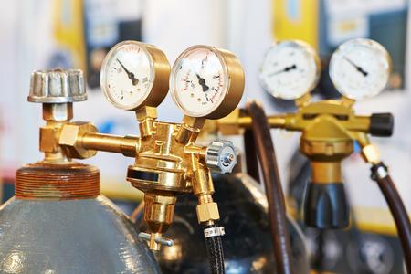 lasapparatuur acetyleen gasfles tank met een spoorbreedte toezichthouders manometers