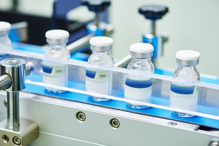 pharmaceutical industry. Production line machine conveyor with glass bottles ampoules at factory Standard-Bild