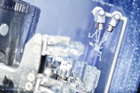 maquinaria: medicina farmacéutica limpieza lavadora industrial y secadora para los medicamentos en polvo botellas de vidrio Foto de archivo