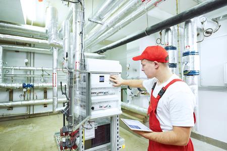 Technik mechanik mechanik utrzymania kontroli instalacji grzewczej w kotłowni