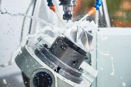 Milling metalworking process. Industrial CNC machining of metal detail by cutting end-tooth vertical mill at factory Foto de archivo