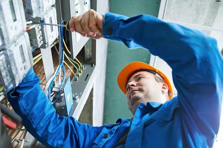 Elektryk instalacji oszczędność energii miernik do panelu skrzynki rozdzielczej Zdjęcie Seryjne