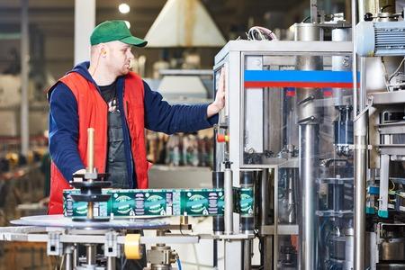 Transporteur opérationnel ou machine d'étiquetage à l'usine